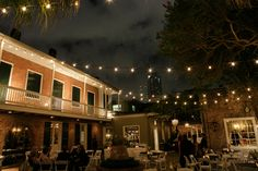 Courtyard, New Orleans Wedding Reception at Broussard's Restaurant» Kaylynn Marie Photography