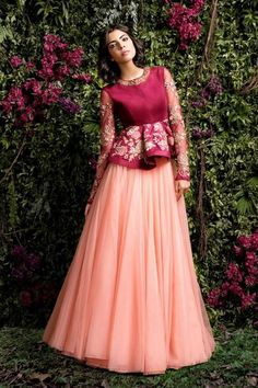 neue hochzeitsgast outfit indianer rocke ideen - The world's most private search engine Indian Gowns, Indian Attire, Pakistani Dresses, Indian Outfits, Lehenga Designs, Saree Blouse Designs, Indian Designer Outfits, Designer Dresses, Indian Designers