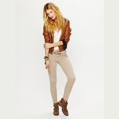 Free People Color Ankle Crop Skinny Jeans Beige 26 Stretchy skinny ankle crop jeans from Free People in Sandstone Beige! 5 pocket styling, zipper and button fly front closure. Tan Jeans, White Jeans, Khaki Pants, Cropped Skinny Jeans, Fashion Tips, Fashion Design, Fashion Trends, Pant Jumpsuit, Free People