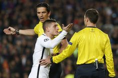 Paris Saint-Germain's Italian midfielder Marco Verratti (C) speaks to referees during the UEFA Champions League round of 16 second leg football match FC Barcelona vs Paris Saint-Germain FC at the Camp Nou stadium in Barcelona on March 8, 2017. / AFP PHOTO / PAU BARRENA
