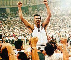 3. Ο Νίκος Γκάλης στην κατάκτηση του Ευρωμπάσκετ το 1987...