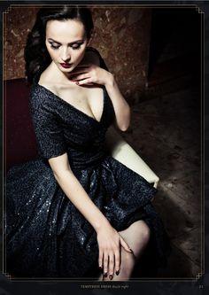Lena Hoschek - temptress dress in dazzle night - Autumn Winter ( Idda Van Munster posing for LH.per-fect! Retro Fashion, Vintage Fashion, Fashion 2014, Fashion Wear, Fashion Beauty, Women's Fashion, Idda Van Munster, Pin Up, 1950s Women