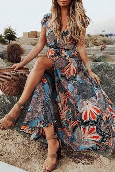 In the silhouette of the season, the highly anticipated floral print dress is the perfect piece for the festive season. Sweet, playful and up-to-the-minute. Great with strappy sandals and sunglasses combined and finished is a feminine trend look. Length: Ankle-Length Material: Polyester Sleeve Type: Short Sleeve Neckline: V Neck Style: Casual Wear Size(inch) Bust Waist Length S 35.2 30.4 56 M 36.8 32 56.4 L 38.4 33.6 56.8 XL 40 35.2 57.2 Chic Dress, Boho Dress, Bohemian Dresses, Maxi Dress With Sleeves, V Neck Dress, Casual Wear, Casual Dresses, Women's Dresses, Party Dresses