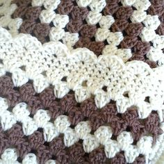 Brown e nata Crochet Granny Stripe Bebê Cobertor POR maybematilda
