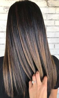 Looking for hair dye colors and fresh hair color ideas for a new season? With the changing of the seasons, you'll probably want to change your hair color, too. Here are some great hair colors that will inspire you. Balayage Straight Hair, Straight Black Hair, Brown Hair Balayage, Brown Blonde Hair, Hair Color Balayage, Blonde Balayage, Straight Brunette Hair, Dark Brunette Balayage Hair, Caramel Balayage Highlights