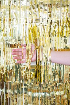 Make a quick and easy, super-shimmery gold backdrop for your next party! Academy Awards, here you come!