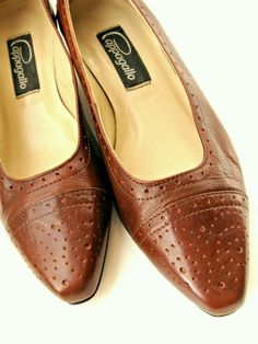 Vintage Pappagallo shoes. Brown pumps, low heel, ladies 6.5M, Brazil.    CarpetbaggerCreations - Clothing on ArtFire