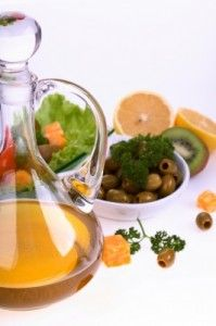 Mediterranean Diet for Brain Health. A diet rich in veggies, fruits, fish, olive oil, nuts and wine reduces the risk of Alzheimer's disease later in life. Healthy Oils, Healthy Recipes, Easy Recipes, Fertility Foods, Cook Smarts, Mediterranean Diet Recipes, Mediterranean Dishes, Nutrition Tips, Eating Well