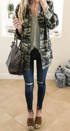 40 New Street Style Outfits You Should Try - Fashion Design Camo Fashion, Military Fashion, Look Fashion, Fashion Outfits, Womens Fashion, Fashion 2018, Street Style Outfits, Look Street Style, Fall Winter Outfits