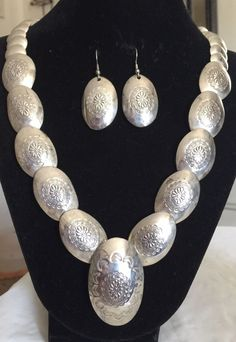 RARE VINTAGE NAVAJO STERLING SILVER GRADUATED PILLOW BEAD CONCHO NECK & EARRINGS