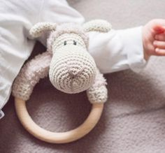 Amigurumi Cute Sheep Rattle Free Pattern – Amigurumi Free Patterns And Tutorials Crochet Sheep, Crochet Animals, Crochet Toys, Free Crochet, Newborn Toys, Baby Toys, Amigurumi Doll, Amigurumi Patterns, Crochet Motifs