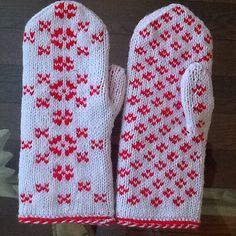 Ravelry: Star Diamond Mittens pattern by Lorraine LeGrand