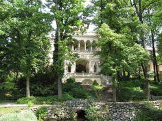 Palatul Cotroceni I Obiective Turistice #PalatulCotroceni #Cotroceni #ghid #urban #obiectiveturistice www.cotroceni.ro Bucharest, Cabin, Palaces, House Styles, Castles, Museum, Decor, Decoration, Palace