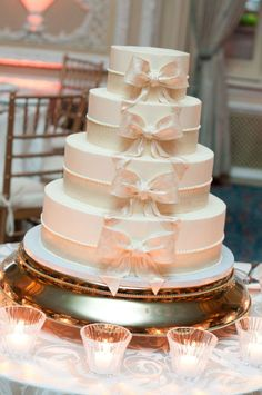 Nana what do you think of this cake?  I think it would be pretty with the style we are looking toward!