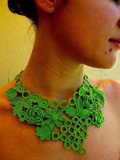 Colar*Crochet*1 by Fios de Linha, via Flickr
