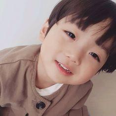 42 Ideas For Baby Kids Ulzzang Cute Baby Boy, Cute Little Baby, Baby Kind, Little Babies, Cute Boys, Cute Asian Babies, Korean Babies, Asian Kids, Cute Babies