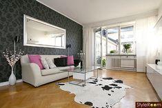 spegel,soffa,soffbord,komatta,fondvägg