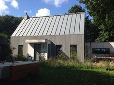 zinken dak, houten gevel