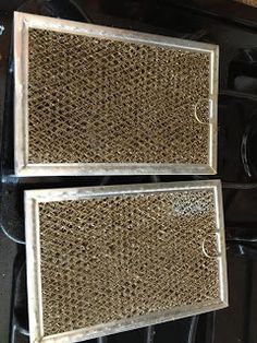 The Everyday Cinderella: Clean your stove vents.boiling water in a stainless steel pot, add baking soda until it fizzes.put vent in and wait for grease to come off. Vent Cleaning, Diy Home Cleaning, Homemade Cleaning Products, Household Cleaning Tips, Household Cleaners, Diy Cleaners, Cleaning Recipes, House Cleaning Tips, Natural Cleaning Products