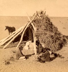 Typical desert hogan of the Navajo Indians, Navajo Reservation, Arizona, Underwood & Underwood. Native American Wisdom, Native American Beauty, Native American Photos, Native American Tribes, Native American History, Sioux, Indian Pictures, Arizona, Le Far West