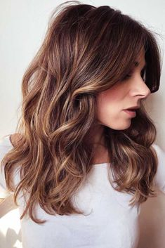 Trendy Hair Color Picture DescriptionChestnut Brown Shades ❤ Highlighted hair is really glamorous whether it is ombre, sombre, or balayage. We have collected ideas of brunette hair with highlights. Brunette Hair With Highlights, Brown Blonde Hair, Chestnut Highlights, Black Hair, Dark Brunette, Coffee Brown Hair, Coffee Hair, Brown Hair Shades, Brown Hair Colors