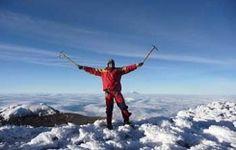 """14 Tage 8-Gipfel-Akklimatisierungsprogramm  Das 14-Tage-Akklimatisierungsprogramm wurde zusammengestellt, um Interessenten in das Bergsteigen in extremen Höhen zwischen 4,000m - 5,790m einzuweisen und zu trainieren. Unsere Bergstation Hostería PapaGayo liegt in der """"Straße der Vulkane"""" und ist durch die Höhenlage von 3.200m"""