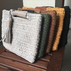 Marvelous Crochet A Shell Stitch Purse Bag Ideas. Wonderful Crochet A Shell Stitch Purse Bag Ideas. Crochet Clutch, Crochet Handbags, Crochet Purses, Crochet Bags, Crochet Wallet, Crochet Backpack, Purse Patterns, Knitting Patterns, Crochet Patterns
