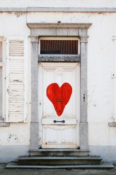 """Next time I have a party, I'm thinking of making a large red heart for my front door. As in, """"look for the white house with the white door with a big red heart."""" Sure would make it easy to find the right place! Cool Doors, Unique Doors, Door Entryway, Entry Doors, Front Entry, Front Doors, My Funny Valentine, Valentines, When One Door Closes"""