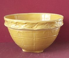 Vintage Yellow Ware Mixing Bowl by McCoy Antique Crocks, Antique Stoneware, Stoneware Crocks, Antique Pottery, Mccoy Pottery, Pottery Bowls, Earthenware, Vintage Bowls, Vintage Dishes