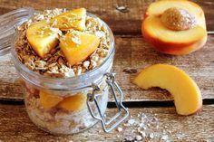 Super leckere fruchtige Overnight Oats mit Pfirsich-Topping: bekehrt selbst den hartnäckigsten Frühstücksmuffel ;-)