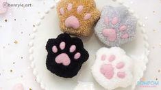 DIY Tutorial - How to Make a Pompom Kitty Paw - ポンポンの作り方 - Hướng dẫn làm pompom chân mèo Pom Pom Crafts, Yarn Crafts, Diy Crafts Hacks, Diy Craft Projects, Craft Gifts, Diy Gifts, Hobbies And Crafts, Crafts For Kids, Pom Dog