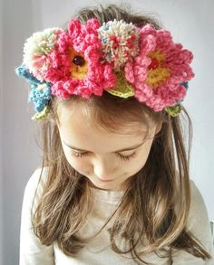 Crochet & pompoms crown.