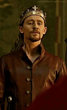 Henry V giving quite the seductive nod! I like this. I like it a lot!