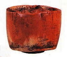 "Akaraku Chawan, commonly called ""Kaga Kouetsu"" by Hon-ami Kouetsu, made in early Edo period .this looks like no aka raku I've ever seen. Ceramic Clay, Ceramic Bowls, Ceramic Pottery, Pottery Art, Stoneware, Japanese Ceramics, Japanese Pottery, Japanese Tea Ceremony, Chawan"