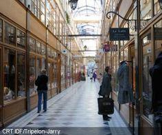 """Les superbes """" passages """" parisiens , plein de charme ."""