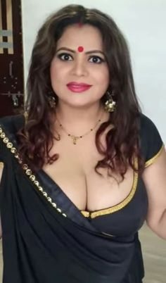 Beautiful Women Over 40, Beautiful Girl Indian, Beautiful Indian Actress, Beauty Full Girl, Beauty Women, Massage Girl, Indian Actress Hot Pics, Beautiful Bollywood Actress, Indian Beauty Saree