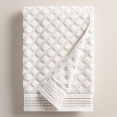 Crafted of a soft blend of linen and cotton, our luxurious bath towel has a diamond design in white with a striped woven border, boasting eye-catching depth and dimension.
