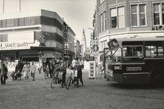 Breda De Eindstraat rond 1980. Rechts een stadsbus van de BBA, afkomstig uit de Houtmarkt. Op de achtergrond de toren van de Grote Kerk