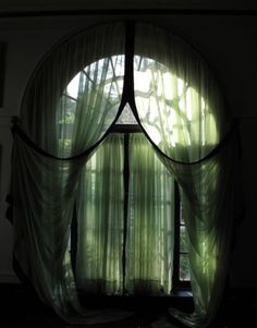 nineeyedoracle: lunations: if i was a curtain, this is what i'd look like. <3