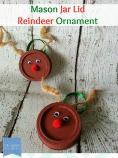 Easy Homemade Craft: Mason Jar Lid Reindeer Ornament.  Fun and easy craft to do with kiddos.  Plus, its durable and shatterproof!  #Christmas #ornament #diy