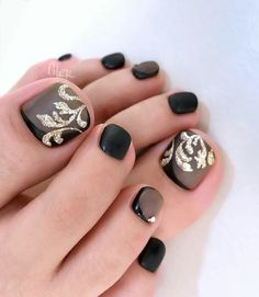 Black and golden Toenails arts desgin