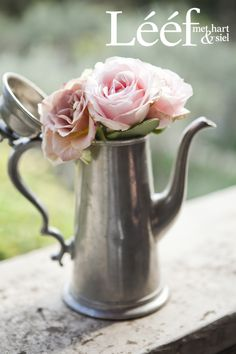 Winter, tyd/time, sagte pienk rose/soft pink roses. Foto: Candice Askham www.leef.co.za Shakespeare Midsummer Night's Dream, Inspiration For The Day, Bouquet, French Interior, Bunch Of Flowers, Shabby Chic Decor, Vintage Silver, Pink Roses, Wallpaper Backgrounds
