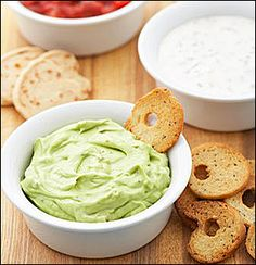 The classic avocado guacamole gets a fresh and bright update with the addition of creamy yogurt. Easy Healthy Breakfast, Healthy Snacks, Healthy Eating, Healthy Recipes, Avocado Recipes, Eating Clean, Healthy Cooking, Yummy Recipes, Kitchens