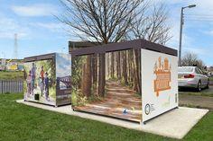 Fietskluis in United Kingdom: FalcoCrea met bestickerde wanden. Outdoor Furniture, Outdoor Decor, Outdoor Storage, United Kingdom, The Unit, Design, Home Decor, Corten Steel, Kids Bicycle