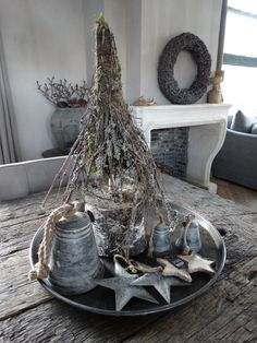 Robuster, nüchterner Weihnachtsbaum bei Tough & Stylish rural living - New Ideas Hygge Christmas, Cosy Christmas, Natural Christmas, Rustic Christmas, Christmas And New Year, Christmas Time, Simple Christmas, French Country Christmas, Tree Box