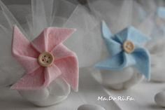 girandole per i confetti: bomboniere per la nascita o il battesimo - ma.do.ri.fa Baby Shower Favours, Baby Shower Treats, Baby Shower Parties, Baby Crafts, Felt Crafts, Diy And Crafts, Diy Spinning Wheel, Bomboniere Ideas, Diy Pinwheel