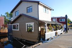 house boats on Vancouver Island