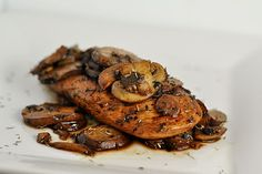 Chicken, Balsamic Vinegar and Mushrooms.  Three of my favorite food things.  Annnnnd...it's a WeightWatchers type recipe.  4 PointsPlus!  Score!