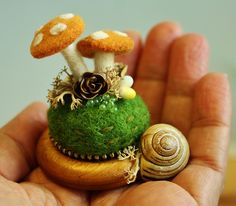 Curtain ring mushroom pincushions by Odile Gova, wooly fabulous on Flickr