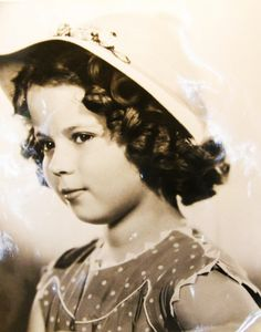Child Star SHIRLEY TEMPLE (04/23/1928~02/10/2014) --- In 1930s _____________________________ Reposted by Dr. Veronica Lee, DNP (Depew/Buffalo, NY, US)